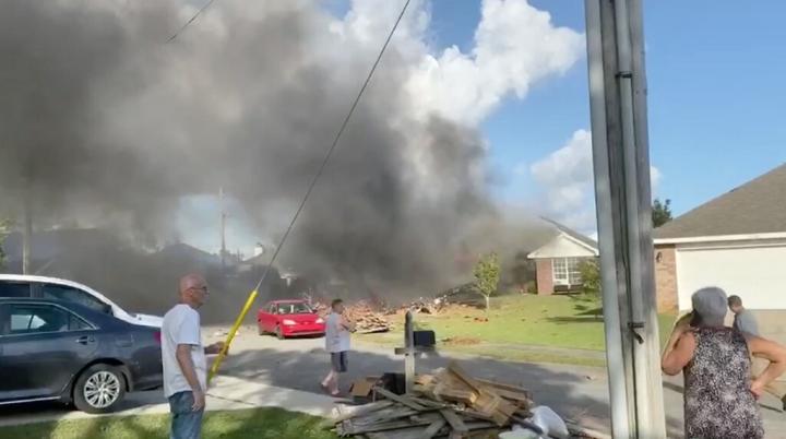 Máy bay Hải quân Mỹ lao vào nhà dân, 2 phi công thiệt mạng - 1