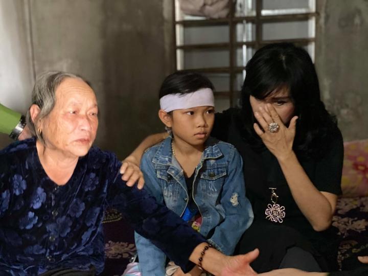 Thanh Lam - Tùng Dương trực tiếp tặng tiền mặt cho các hộ gia đình ở Hà Tĩnh - 3