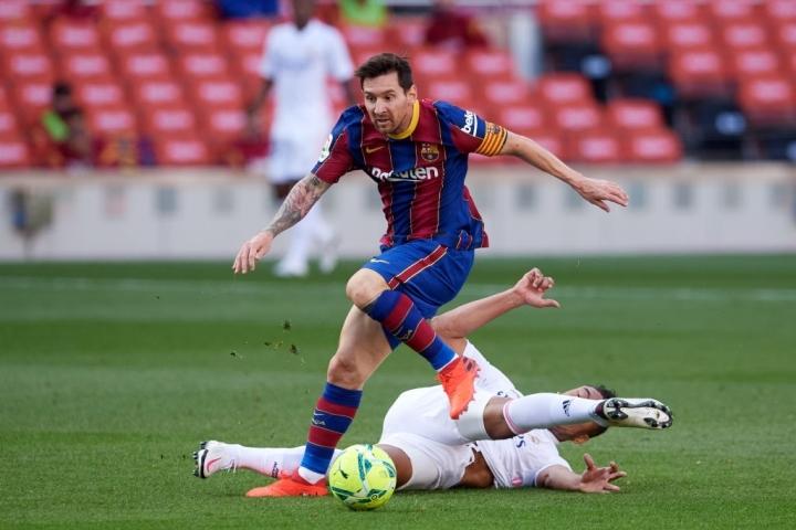 Messi bị lu mờ, Real Madrid đánh bại Barcelona 3-1  - 2