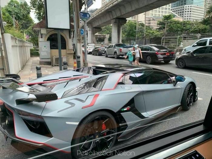 Chiếc Lamborghini Aventador thứ 10.000 xuất hiện trên phố - 2