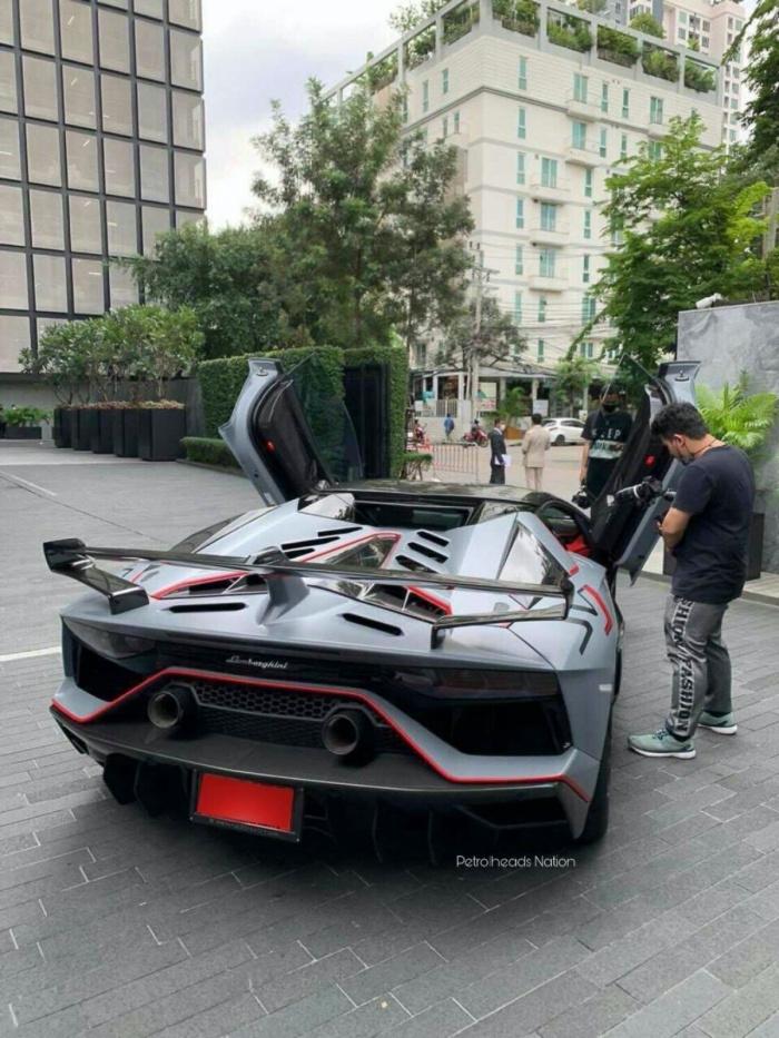 Chiếc Lamborghini Aventador thứ 10.000 xuất hiện trên phố - 3