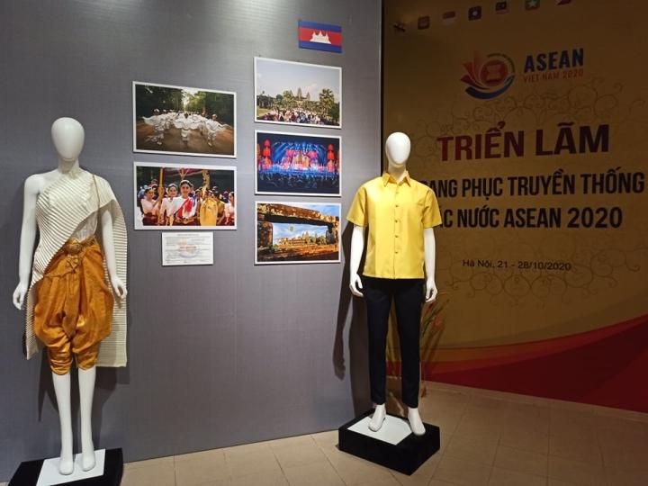Nét riêng trong trang phục truyền thống 10 nước ASEAN - 2