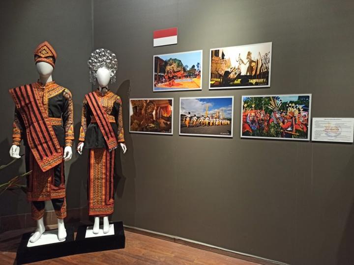 Nét riêng trong trang phục truyền thống 10 nước ASEAN - 7