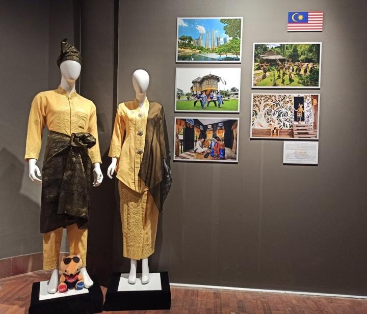 Nét riêng trong trang phục truyền thống 10 nước ASEAN - 9