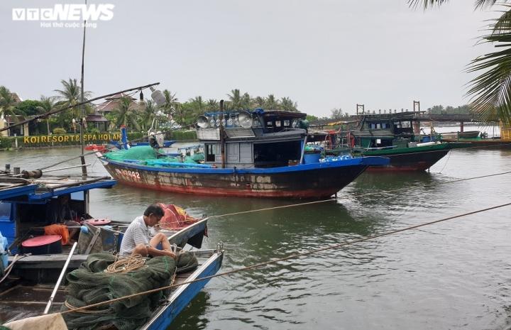 Bão số 9 giật cấp 15: Quảng Nam, Quảng Ngãi cấm tàu, thuyền ra biển - 2