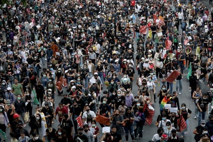 Người Thái Lan biểu tình ở Đại sứ quán Đức - 1