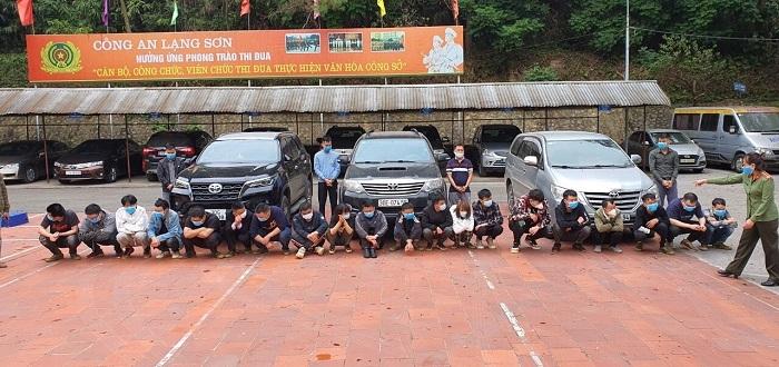 Kiểm tra 3 ô tô,  phát hiện 20 người nước ngoài nhập cảnh trái phép vào Việt Nam - 1
