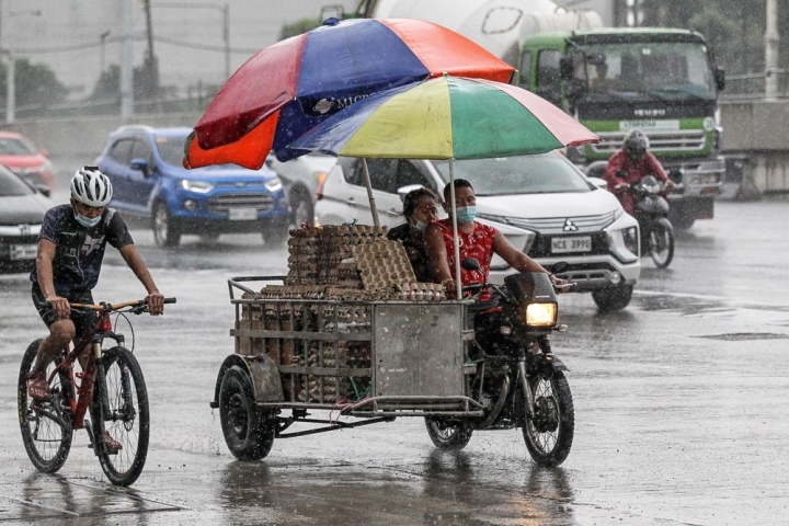 Siêu bão Molave càn quét Philippines, chuẩn bị tiến vào Việt Nam - 1