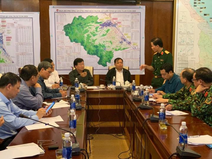 Trực tiếp: Bão số 9 áp sát Quảng Ngãi, mạnh cấp 12 - 20