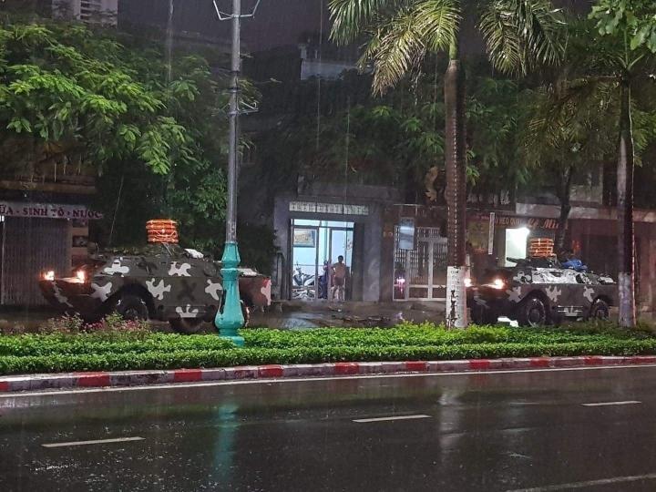 Trực tiếp: Bão số 9 áp sát Quảng Ngãi, mạnh cấp 12 - 14