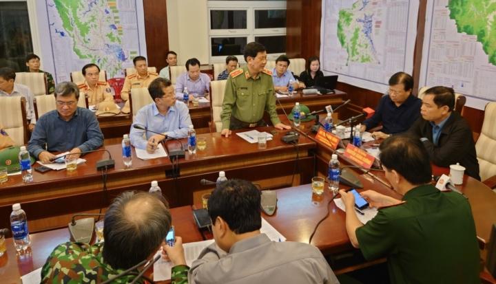 Trực tiếp: Bão số 9 áp sát Quảng Ngãi, mạnh cấp 12 - 17