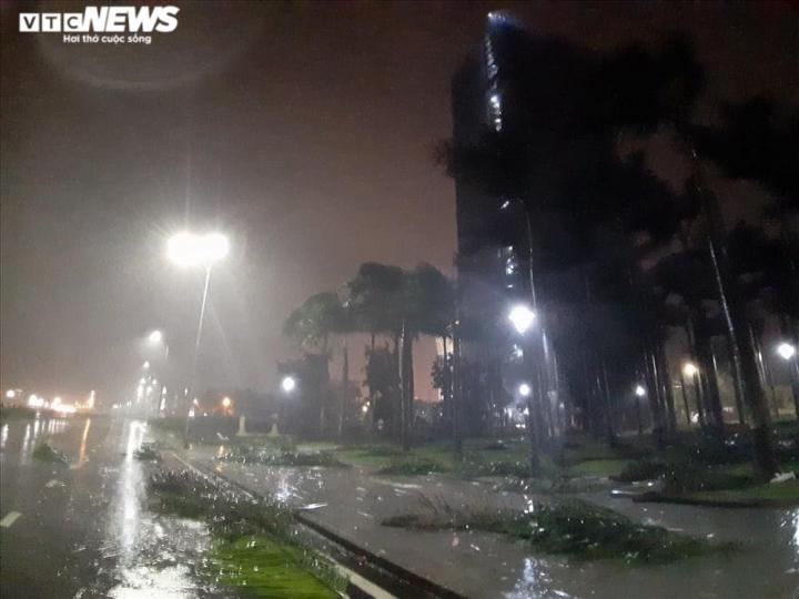4h ngày 28/10, bão số 9 đang đi rất nhanh, Quảng Ngãi, Bình Định mưa to, gió lớn - 2