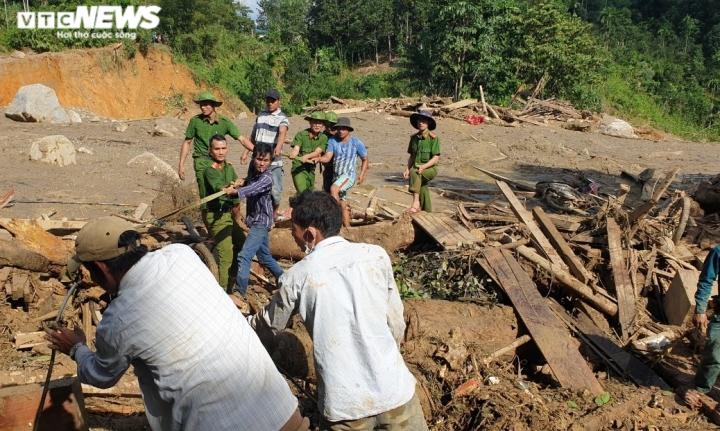 Ảnh: Tan hoang cảnh sạt lở vùi lấp 11 ngôi nhà khiến 19 người chết và mất tích - 10