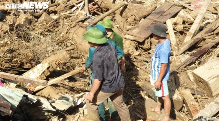 Ảnh: Tan hoang cảnh sạt lở vùi lấp 11 ngôi nhà khiến 19 người chết và mất tích - 4