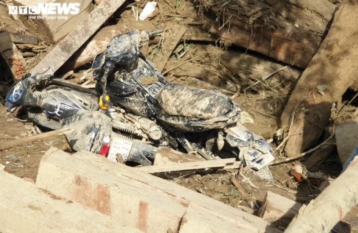 Ảnh: Tan hoang cảnh sạt lở vùi lấp 11 ngôi nhà khiến 19 người chết và mất tích - 6