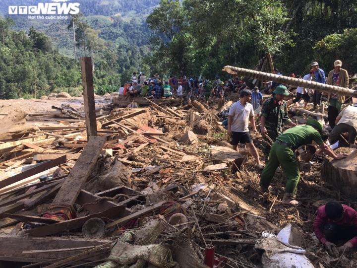 Ảnh: Tan hoang cảnh sạt lở vùi lấp 11 ngôi nhà khiến 19 người chết và mất tích - 1