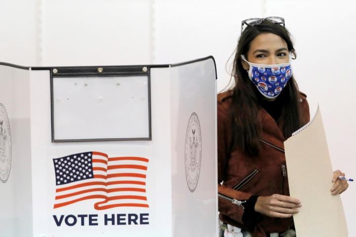 Bỏ phiếu sớm ở Mỹ bằng 70% tổng số cử tri đi bầu năm 2016 - 1