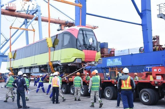 Cận cảnh xếp dỡ robot đào hầm metro Nhổn - ga Hà Nội tại cảng Hải Phòng - 9
