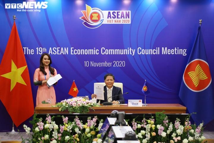ASEAN chung tay vượt qua nhiều khó khăn trong năm 2020 - 2