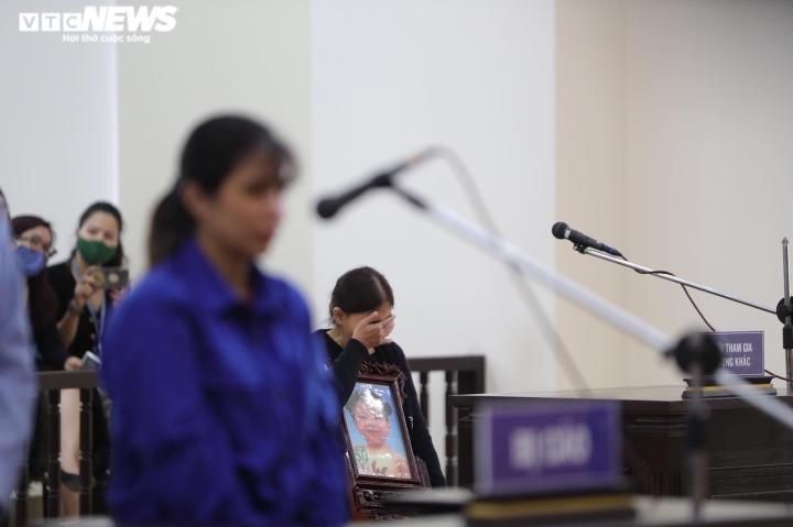 Bé 3 tuổi bị bạo hành đến chết: Đề nghị tử hình bố dượng, tù chung thân mẹ ruột - 2