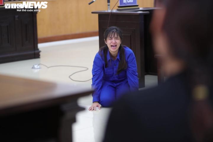 Bé 3 tuổi bị bạo hành đến chết: Đề nghị tử hình bố dượng, tù chung thân mẹ ruột - 1