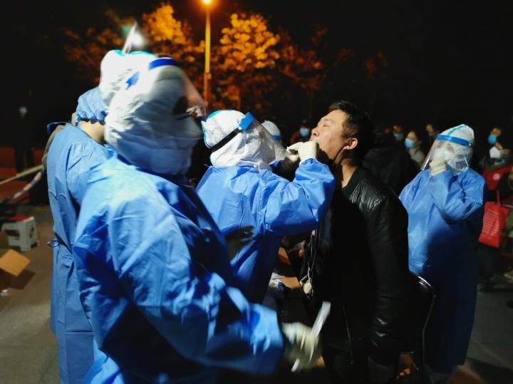 Phát hiện ca nhiễm mới, Trung Quốc yêu cầu 3 triệu dân xét nghiệm COVID-19 - 1