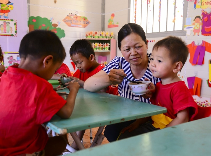 Cô giáo 17 năm bám bản, giải cơn 'khát chữ' cho học trò Điện Biên - 1