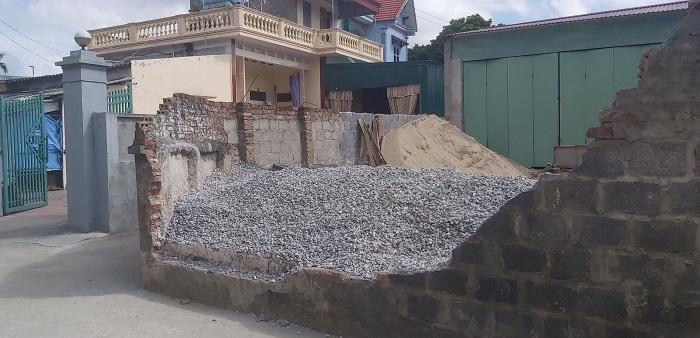 Tường bao nhà dân đổ, đè chết nữ sinh lớp 6 ở Thái Bình  - 1