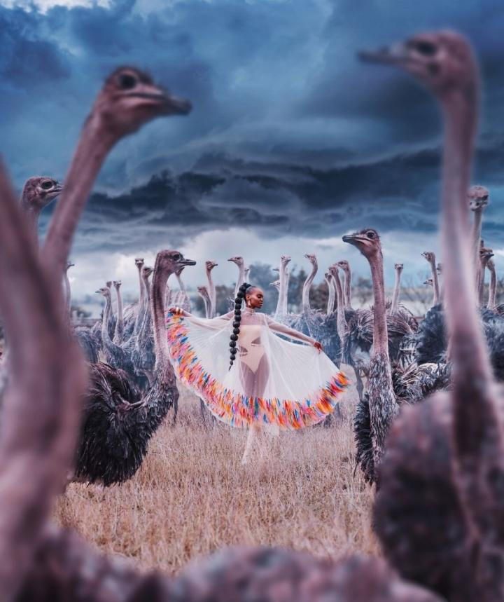 Ảnh: Đẹp sững sờ nhan sắc vũ nữ hòa vào thiên nhiên kỳ ảo - 2