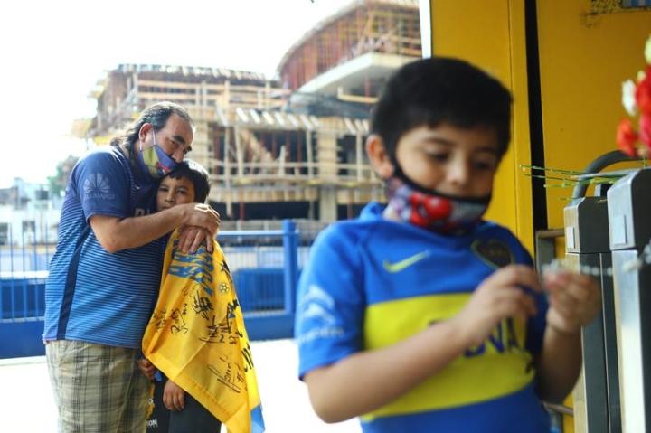 Maradona qua đời: Argentina tổ chức Quốc tang 3 ngày, CĐV đau đớn khóc thương - 4