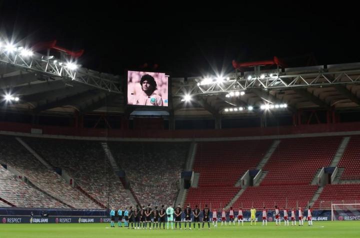 Maradona qua đời: Argentina tổ chức Quốc tang 3 ngày, CĐV đau đớn khóc thương - 12