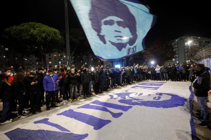 Maradona qua đời: Argentina tổ chức Quốc tang 3 ngày, CĐV đau đớn khóc thương - 9