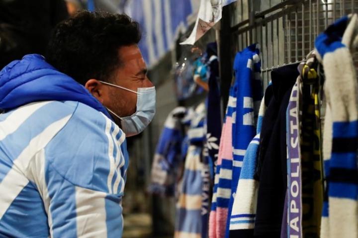 Maradona qua đời: Argentina tổ chức Quốc tang 3 ngày, CĐV đau đớn khóc thương - 6