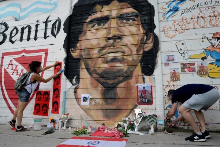 Maradona qua đời: Argentina tổ chức Quốc tang 3 ngày, CĐV đau đớn khóc thương - 3