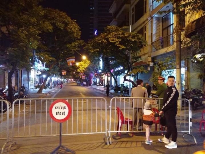 Phát hiện quả bom lớn chưa phát nổ, Hà Nội phong tỏa khu phố Cửa Bắc - 2