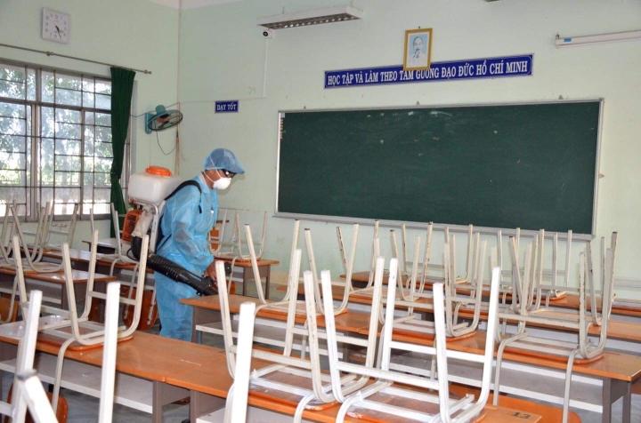2.000 học sinh TP.HCM phải nghỉ học vì cô giáo tiếp xúc bệnh nhân COVID-19 - 1