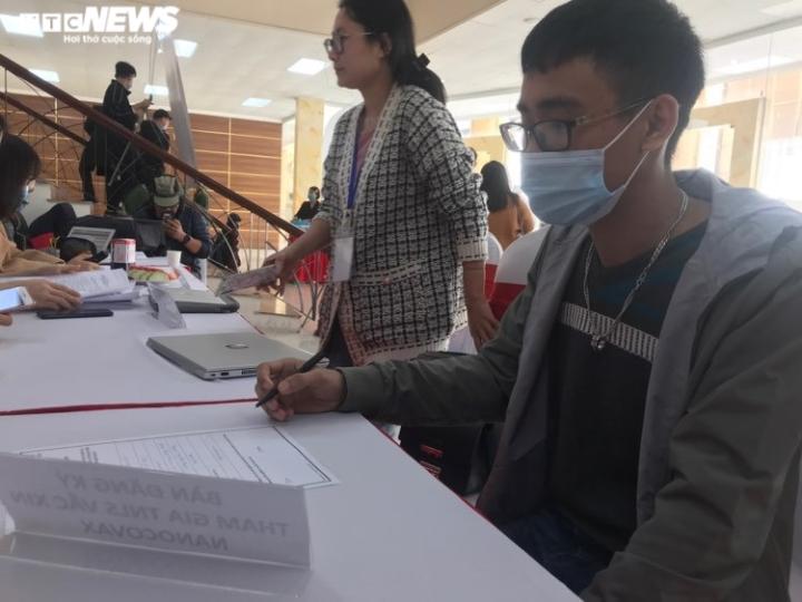 Cô gái đầu tiên đăng ký tiêm thử nghiệm vaccine COVID-19: 'Tôi có niềm tin' - 2