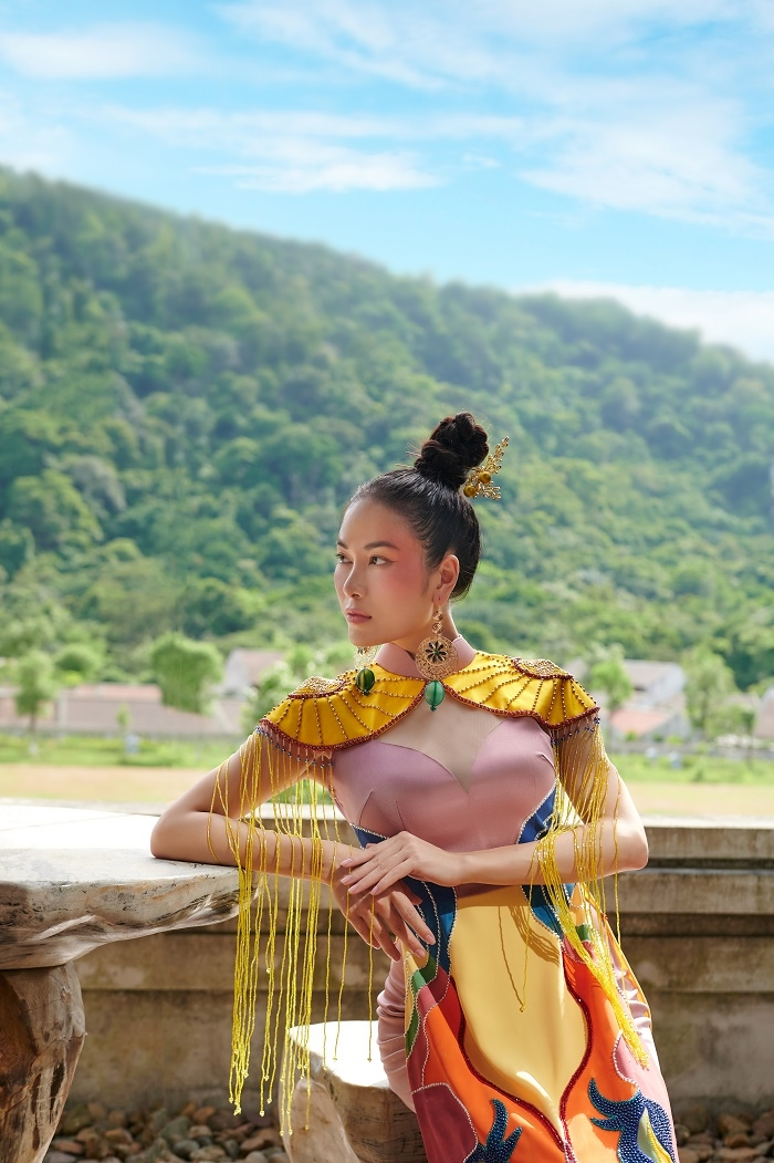 Hoa hậu Áo dài Tuyết Nga diện áo dài họa tiết mặt nạ tuồng - 8