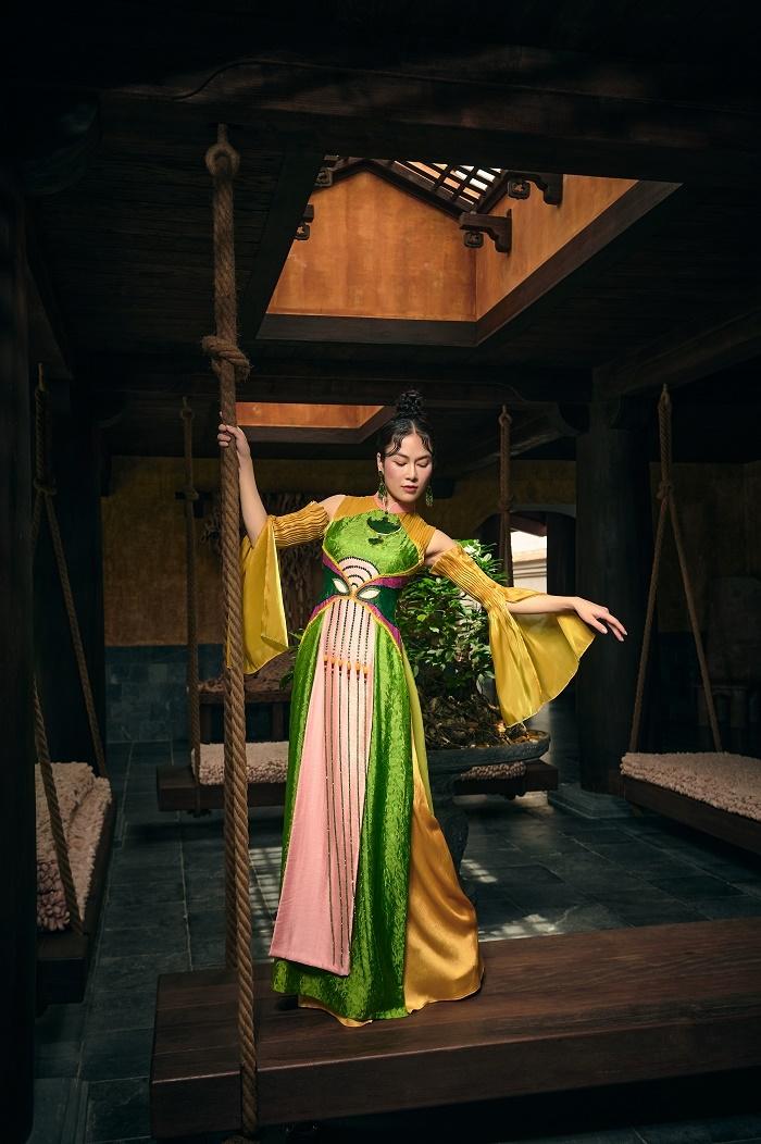 Hoa hậu Áo dài Tuyết Nga diện áo dài họa tiết mặt nạ tuồng - 5