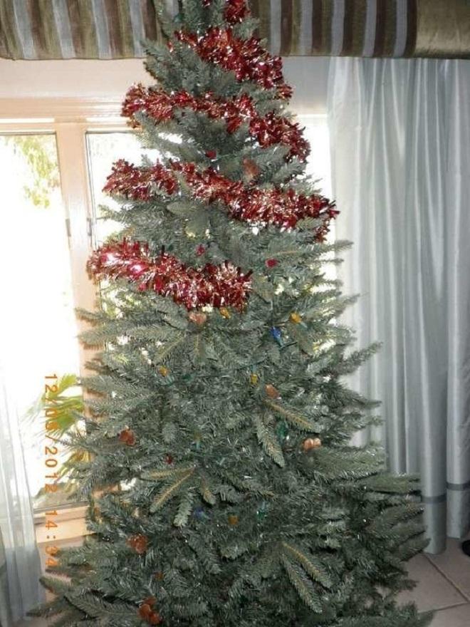 Chết cười xem những cây thông Noel xấu xí đến mức thảm họa - 3