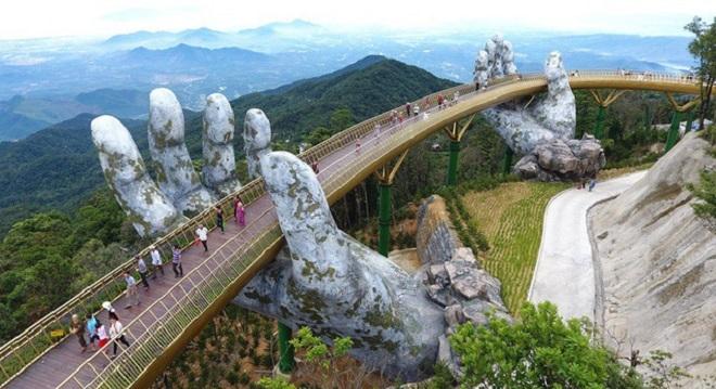 COVID-19 khiến khách du lịch đến Việt Nam sụt giảm thế nào trong năm 2020? - 1