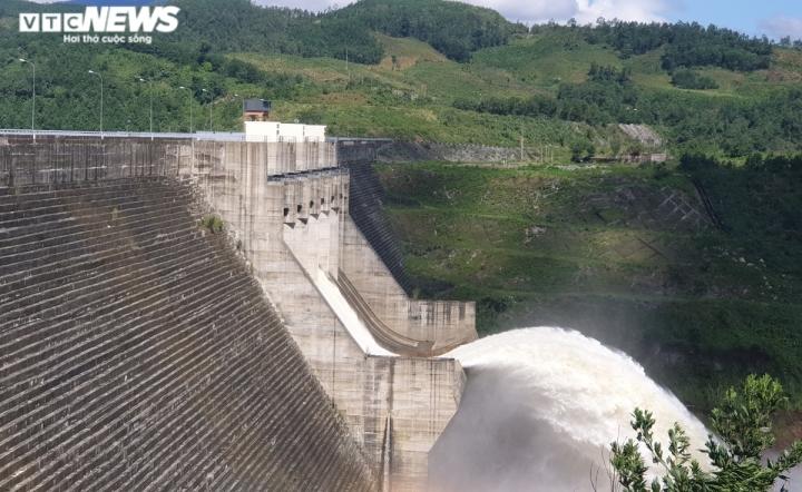Quảng Nam 'ngốn' 1.500 hecta đất rừng để xây dựng 46 thủy điện - 1