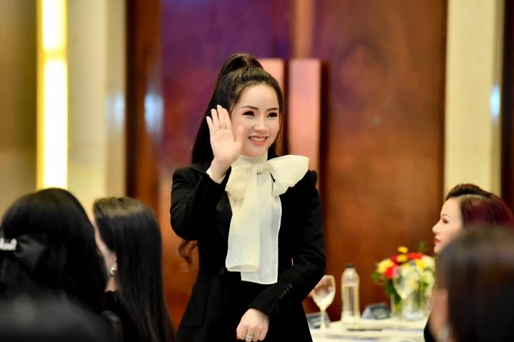 Doanh nhân Đỗ Hương Ly bất ngờ xuất hiện cùng Hoa hậu Hương Giang - 1