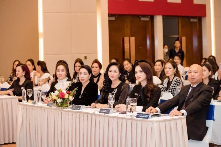 Doanh nhân Đỗ Hương Ly bất ngờ xuất hiện cùng Hoa hậu Hương Giang - 4