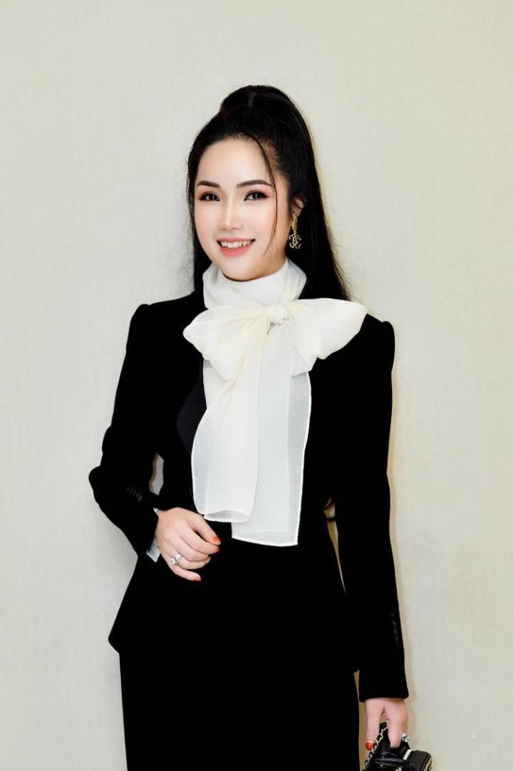 Doanh nhân Đỗ Hương Ly bất ngờ xuất hiện cùng Hoa hậu Hương Giang - 5