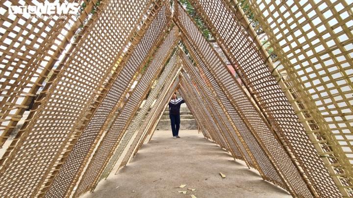 Độc đáo những bức tường cổ xây bằng mảnh chum, tiểu sành ở làng Thổ Hà - 15