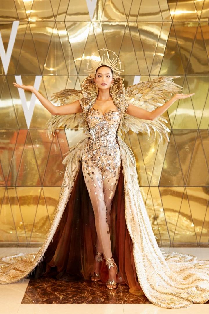 Vẻ đẹp quyền lực của Hoa hậu H'Hen Niê trong tạo hình nữ thần Mặt trời - 1