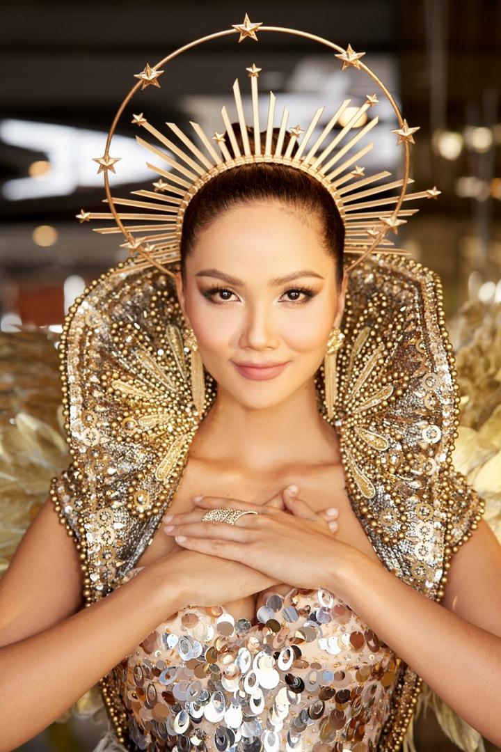 Vẻ đẹp quyền lực của Hoa hậu H'Hen Niê trong tạo hình nữ thần Mặt trời - 10