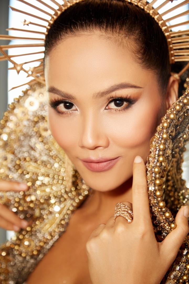 Vẻ đẹp quyền lực của Hoa hậu H'Hen Niê trong tạo hình nữ thần Mặt trời - 11