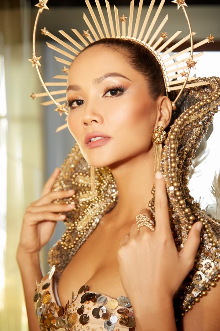 Vẻ đẹp quyền lực của Hoa hậu H'Hen Niê trong tạo hình nữ thần Mặt trời - 12